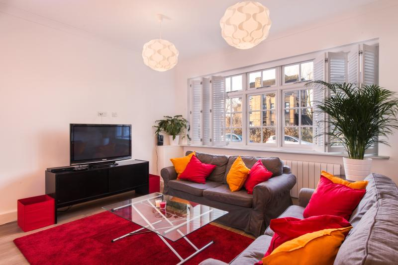 Large Sitting / TV Room - LONDON LUXURY HOLIDAY HOUSE  CHISWICK AIRPORT TUBE - London - rentals