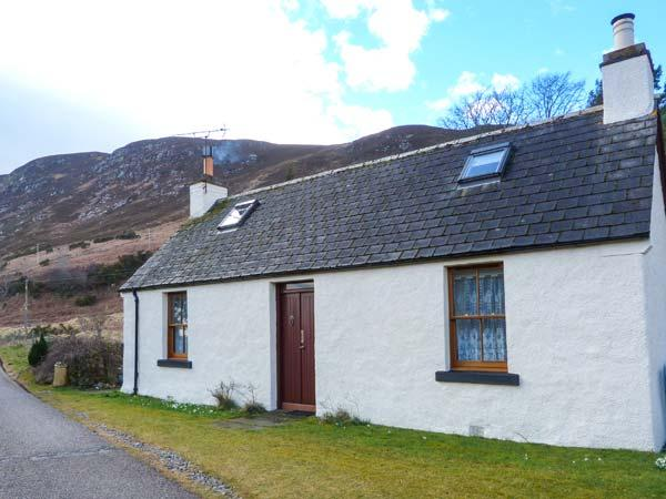 WILKYS stone cottage in rural location, pet-friendly, open fire in Helmsdale Ref 920972 - Image 1 - Helmsdale - rentals