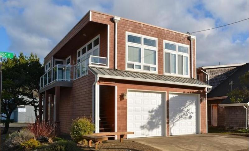 Beautiful condo with partial ocean views - close to the Oregon coast - Image 1 - Rockaway Beach - rentals