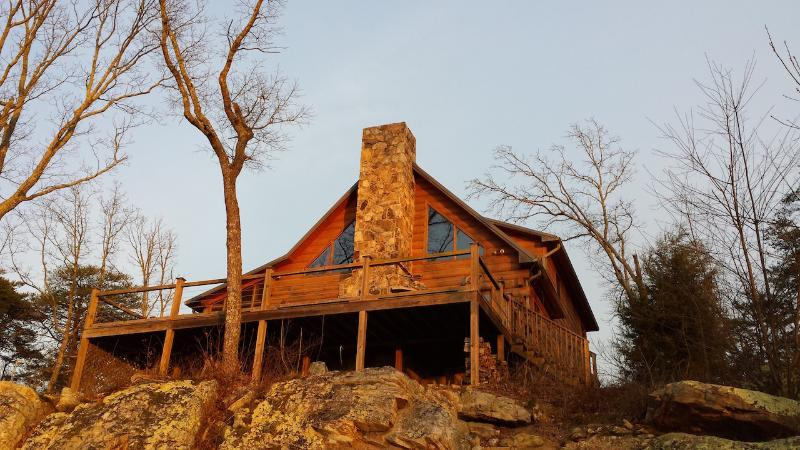 Hunters' Lodge, on the bluff of Lookout Mtn. - Image 1 - Rising Fawn - rentals