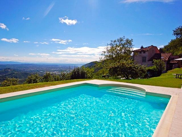 The private swimming pool is in an elevated position close to the house. - Vigna Vecchia - Gugliano - rentals