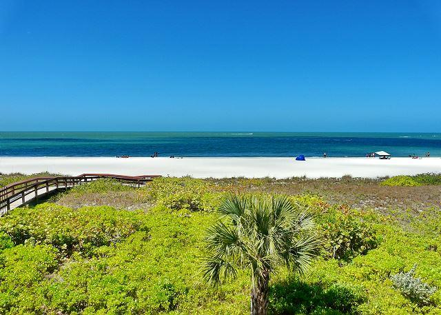 Gated beachfront condo w/ stunning ocean views & two heated pools - Image 1 - Marco Island - rentals