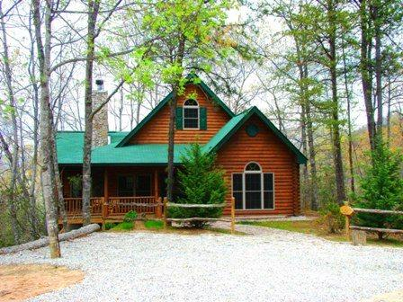 A Brand New Log Cabin in the Mountains - The Chalet at Battle Branch – Tranquil Woods Surround this Easy Access Log Cabin with Wood Burning Fireplace and Outdoor Hot Tub - Bryson City - rentals