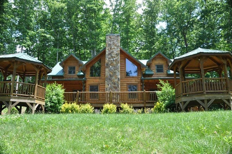 Cherokee Timber Lodge - What a View! Experience the Mountains in Comfort Minutes from the National Park and Harrahs Casino - Image 1 - Whittier - rentals