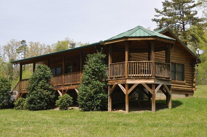 Bears Den Is an Easy Access Getaway Right Outside of Cherokee - Bears Den -- Authentic Log Cabin Minutes from the National Park and Casino with Wi-Fi, Hot Tub, and Fire Pit on Wide Meadow - Dillsboro - rentals
