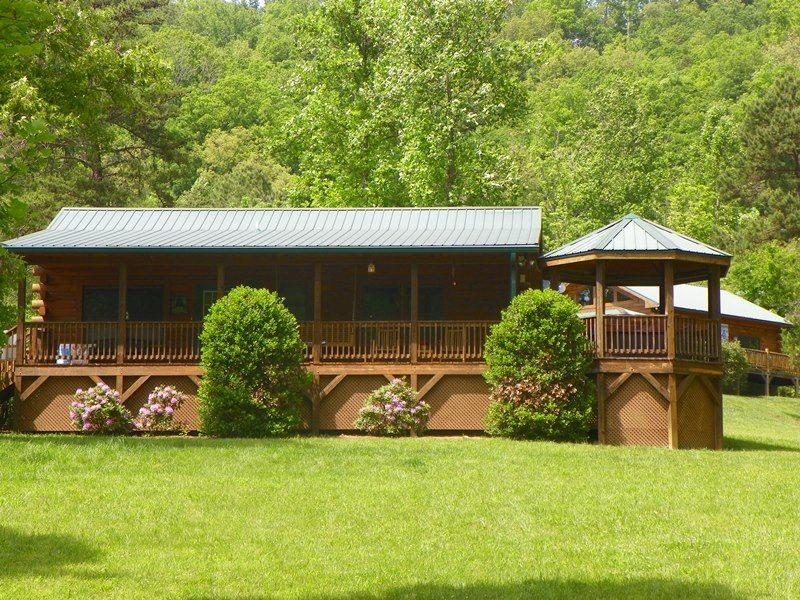 Bears Den -- Authentic Log Cabin Minutes from the National Park and Casino with Wi-Fi, Hot Tub, and Fire Pit on Wide Meadow - Image 1 - Whittier - rentals