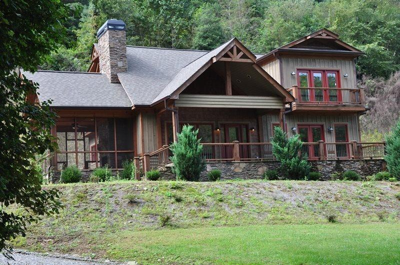 Creekside Lodge is just 3.5 Miles from the Great Smoky Mountains Railroad - Creekside Lodge -- Convenient, Custom Rental with Easy Access, Outdoor Fireplace on Screened Porch, Internet Access, and a Sheltered Hot Tub - Bryson City - rentals