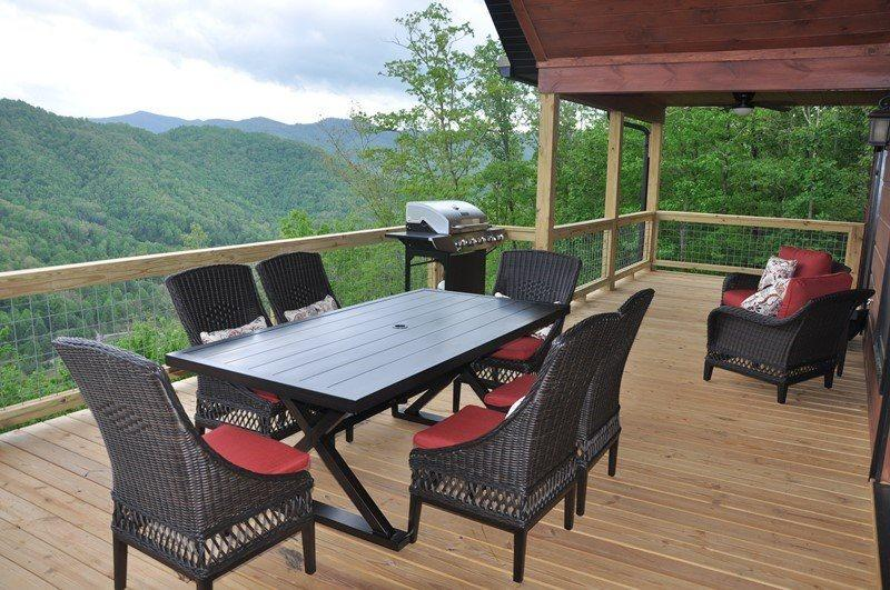 Smoky Mountain High –Large Luxe Cabin - Pool Table, Hot Tub and Fabulous View. Ideal Escape for Large Families or Groups. Minutes from Town. - Image 1 - Bryson City - rentals