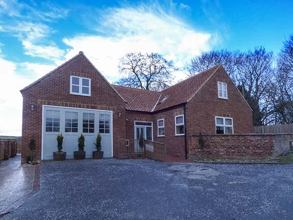CALL OUT COTTAGE, conversion from a former fire station, en-suites, walks from the door, in Sledmere, near Driffield, Ref. 24303 - Image 1 - Sledmere - rentals