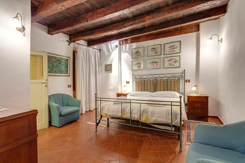 Beautiful spacious apartm, 2 bedrooms, 1,5 bath. - Image 1 - Florence - rentals