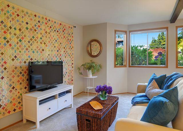 Sunny and cozy two room flat on Phinney Ridge close to cafés and shops! - Image 1 - Seattle - rentals