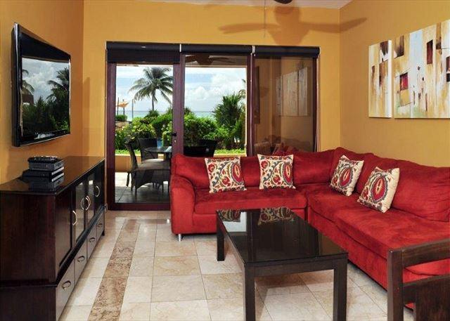 Living room - 3 Bedroom Luxury Beachfront Condo El Faro (EFC104) - Playa del Carmen - rentals