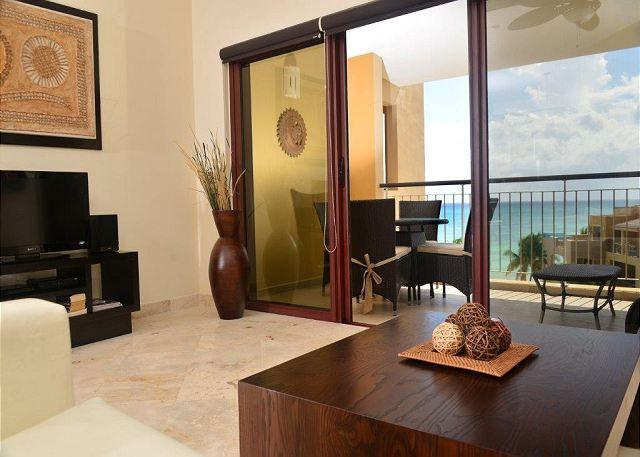 El Faro Surf 401 Playa del Carmen Living Room  - Beautiful Beachfront Condo, 1-Bdrm, (EFS401) - Playa del Carmen - rentals