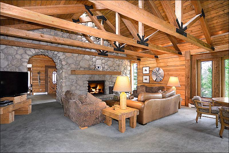 Living Room with Vaulted Ceilings and Large Stone Fireplace - Unique Family Home - Rustic Mountain Decor (1407) - Snowmass Village - rentals