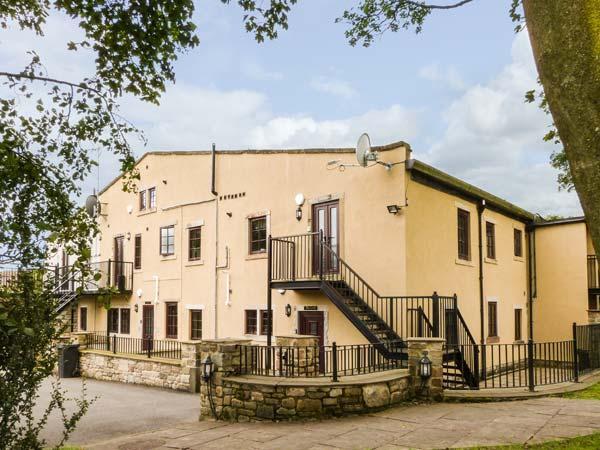 THE HEIGHTS, pet-friendly, off road parking, communal gardens, in Haworth, Ref 16729 - Image 1 - Haworth - rentals