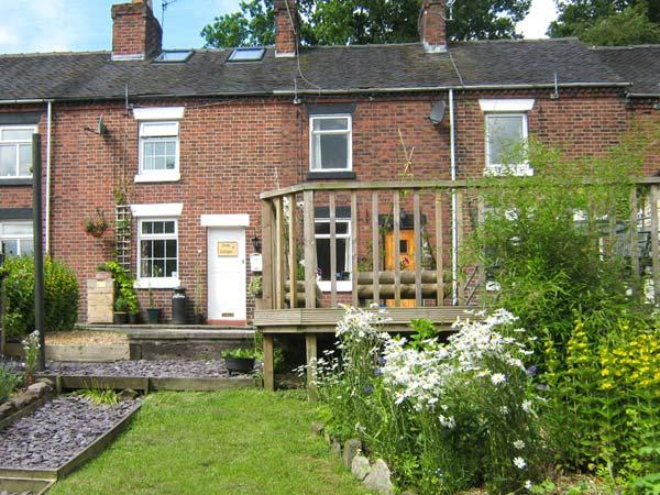 DAISY COTTAGE, woodburner, canal views, pub within walking distance, walks and cycle routes all around, near Leek, Ref 915212 - Image 1 - Cheddleton - rentals