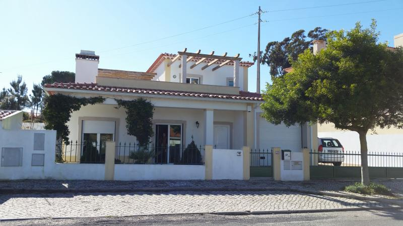 Indépendant home with car park, private garden and pool - Obidos Area-  Modern Villa Private Pool Sleeps 8 - Obidos - rentals