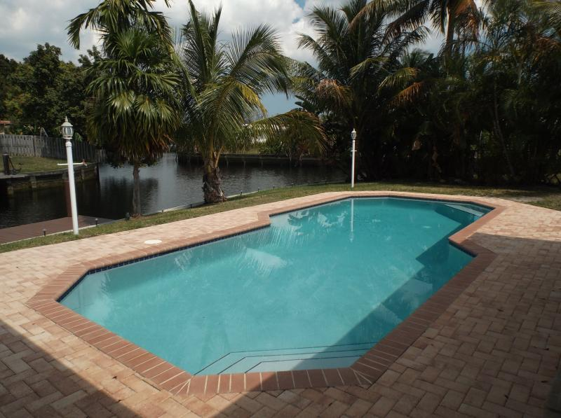 NEAR MIAMI NEAR BEACH FAMILY HOUSE PRIVATE POOL - Image 1 - Fort Lauderdale - rentals