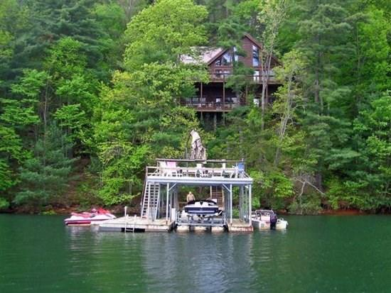 LAKESIDE LODGE*3BR~3.5 BA~LOG CABIN~LOCATED NEXT DOOR TO LAKE HIDEAWAY~DOUBLE DECKER DOCK~HOT TUB~WIFI~PET FRIENDLY~SAT TV~GAS LOG FIREPLACE~MOUNTAIN VIEWS~DEEP WATER~250/NIGHT! - Image 1 - Blue Ridge - rentals