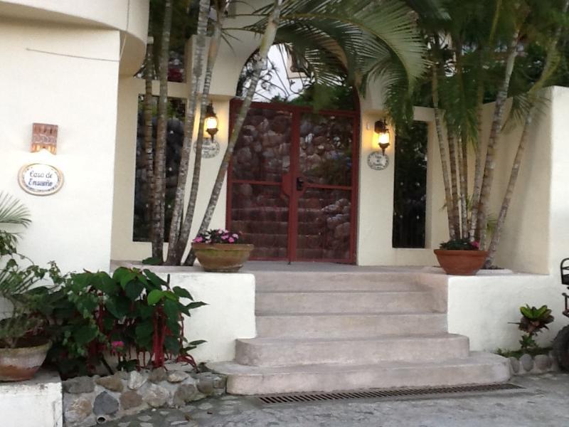Entry into Casa De Ensueno - CASA DE ENSUENO - Sayulita - rentals