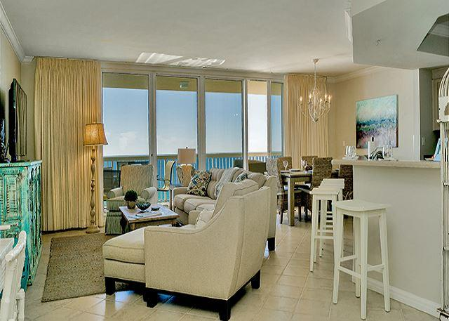 BEAUTIFUL LIVING ROOM - BEACHFRONT LUXURY FOR 10! OPEN 4/18-4/25 TAKE 30% OFF NOW!! - Destin - rentals
