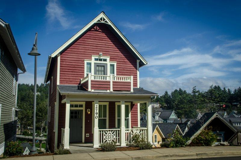The C House ~ Ocean View - Image 1 - Lincoln City - rentals