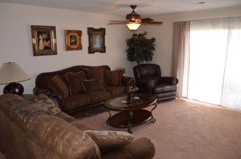 Living Room - Wonderful in Branson - Indoor Pool - Affordable - Branson - rentals