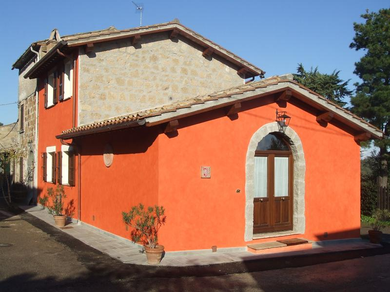 Red House, main entrance - RED HOUSE in CASTEL CELLESI  (BAGNOREGIO - VITERBO - Viterbo - rentals