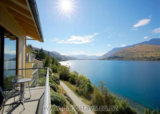 Three-bedroom lakefront villa with panoramic views! - Image 1 - Queenstown - rentals