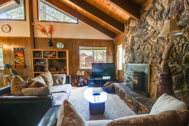 Cozy family-friendly home close to skiing, lake, and more - Image 1 - South Lake Tahoe - rentals