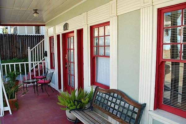 Entrance + Front Porch - Eat Live Play Hollywood Style! Central &Convenient - Los Angeles - rentals