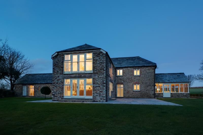 Mowhay Barn located in Padstow, Cornwall - Image 1 - Saltash - rentals