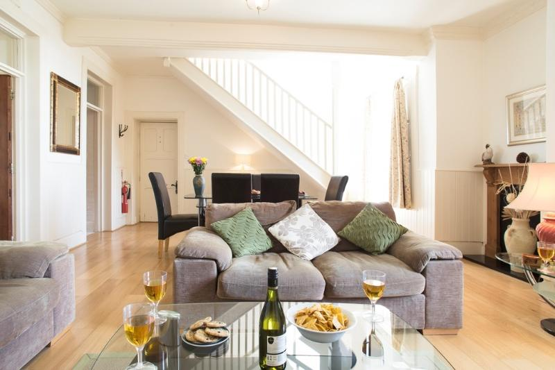 4 The Manor House located in Torquay, Devon - Image 1 - Torquay - rentals