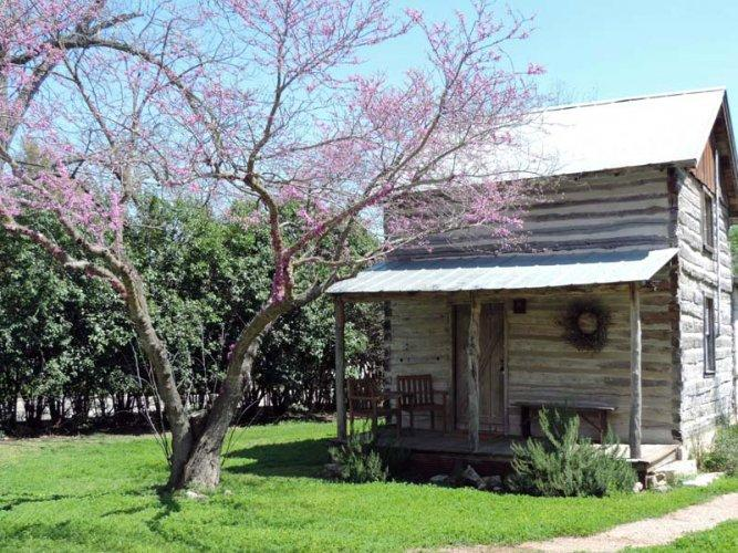Cay Cay's Cabin - Image 1 - Fredericksburg - rentals