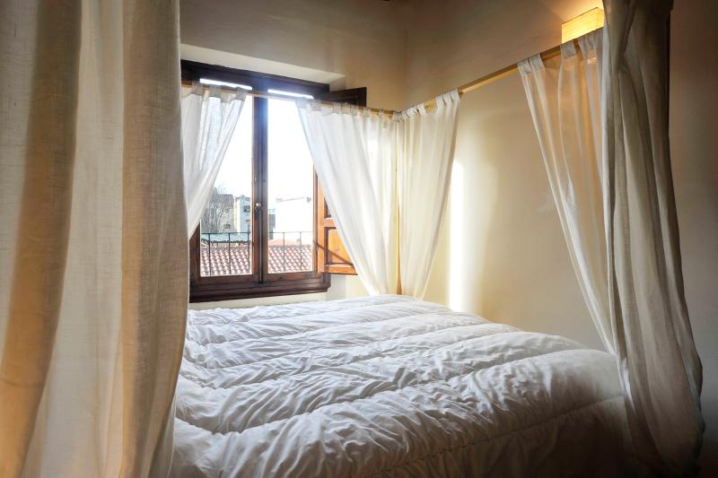 Charming 2 Bedroom Apartment in Florence at Leone - Image 1 - Florence - rentals
