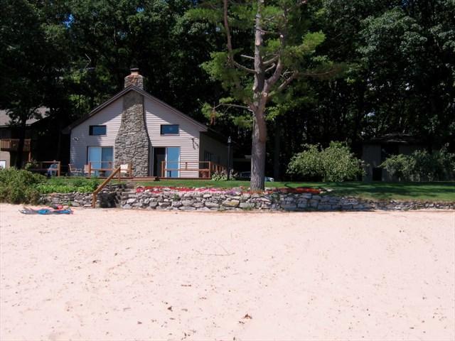 Eaton's Cottage - Image 1 - Tawas City - rentals