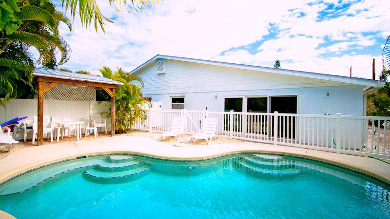 Pool 1 - BEACH RETREAT 204 - Holmes Beach - rentals