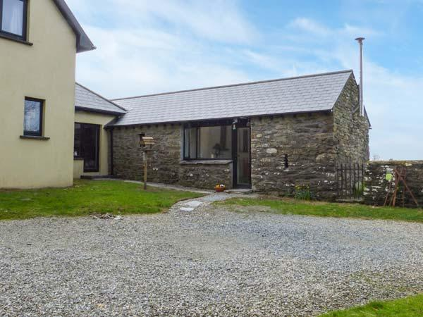 SYCAMORE GROVE, romantic, woodburning stove, gardens, pet-friendly, WiFi, near Leap, Ref 921469 - Image 1 - Drinagh - rentals