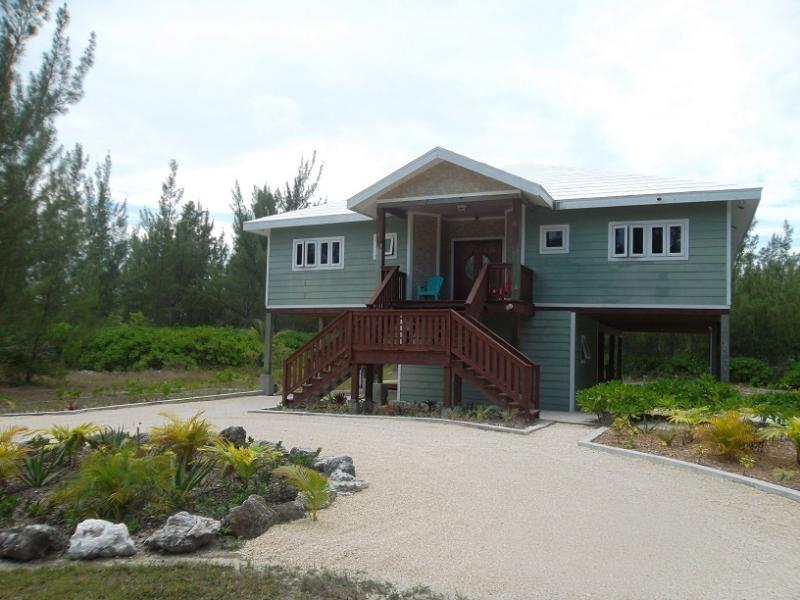 Front view - HappyDaze House - Steps to beach - Car available - Treasure Cay - rentals