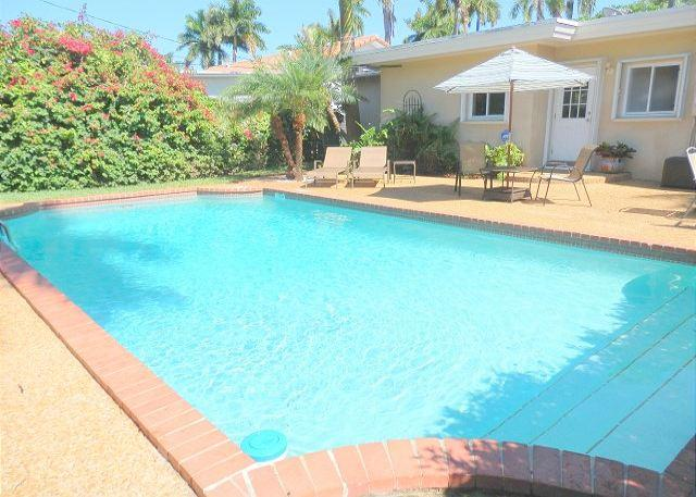Lake Breezes 3/3 for 8 guests Large Heated Pool 1 mile to Beach and Downtown - Image 1 - Hollywood - rentals