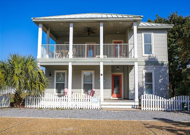 Spacious home only 1 block from the beach! - Book Now! Spring Special 15% Off! Charming 3 Bedroom Private Pool - Destin - rentals