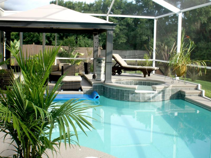 Relaxing Oasis Outside Master Bedroom - Florida Spa Retreat Pool Home, Convenient Location - Tampa - rentals