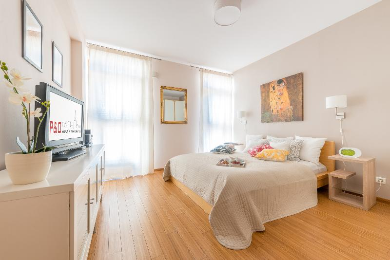 Arkadia 2 with A/C, next to metro and Old Town! - Image 1 - Warsaw - rentals