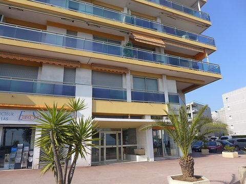 La Pinede, 2 Bedroom Home with a Terrace and Near the Sea - Image 1 - Cagnes-sur-Mer - rentals