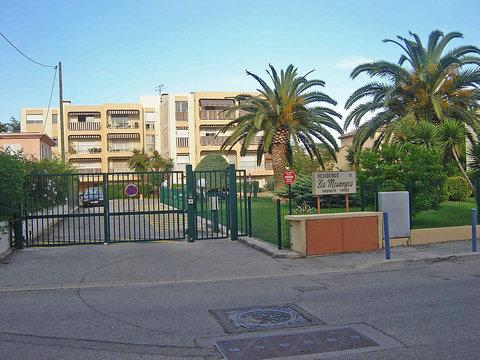 Les Mimosas French Riviera Holiday Rental with a Balcony - Image 1 - Cagnes-sur-Mer - rentals
