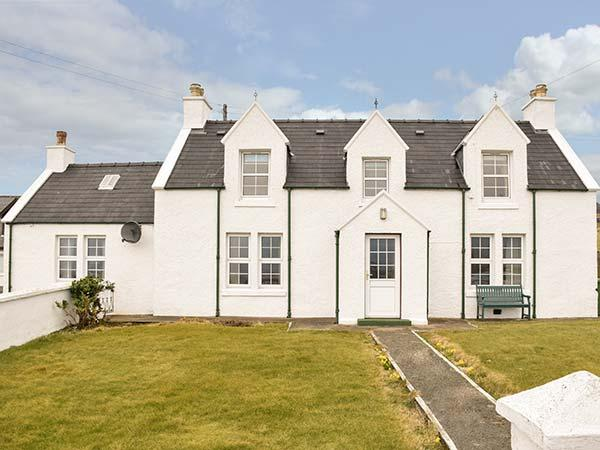 TIGH DHOMHNAILL, stone-built, king-size bed, lawned garden, beach within walking distance, near Staffin, Ref 920821 - Image 1 - Staffin - rentals