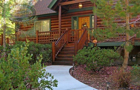 Bears Den - Front of the cabin - Enjoy the Snow Summit Ski Resort area from your comfortable pet friendly Big Bear cabin rental. - Big Bear Lake - rentals
