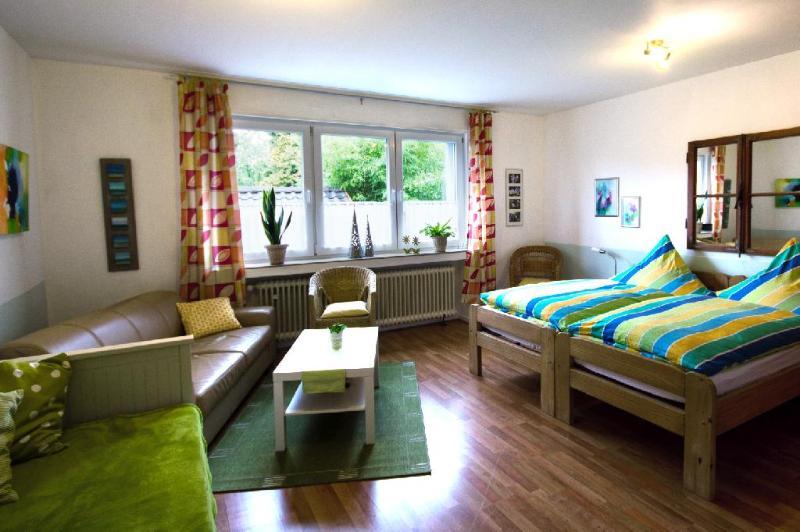 Vacation Apartment in Oberhausen - stylishly furnished, large backyard (# 600) #600 - Vacation Apartment in Oberhausen - stylishly furnished, large backyard (# 600) - Oberhausen - rentals