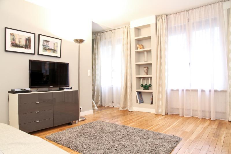 04. COSY LUXE APARTMENT-MARAIS-PLACE DES VOSGES - Image 1 - Paris - rentals