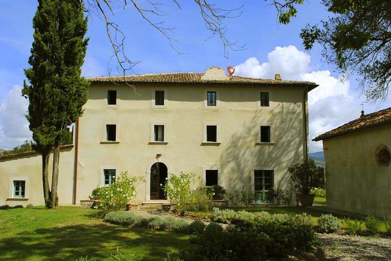 Villa Colombaiolo - Image 1 - Celle sul Rigo - rentals